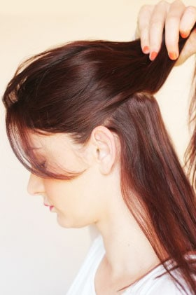 How-To-Use-A-Curling-Wand-1